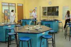Junior-High-School-Science-Laboratory4